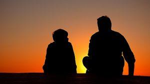 Père et fils soleil couchant